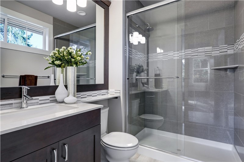 Bath Conversion: The Benefits of Turning Your Tub into a Shower