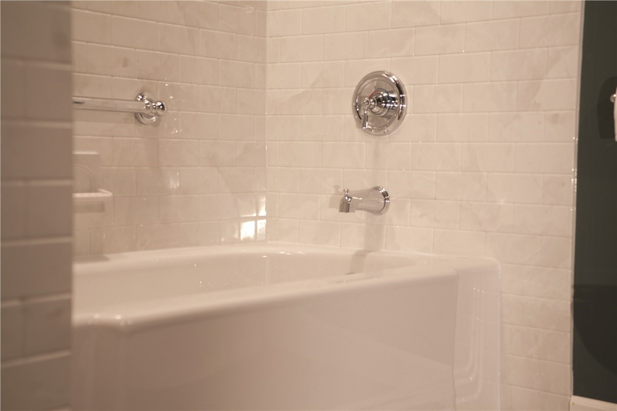 One day bath denver one day bathroom remodel bath for Bathroom remodel 1 day