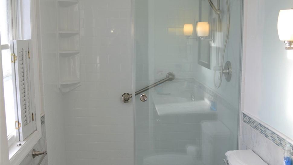 Bathroom Remodeling - Walk-in Showers Photo 1