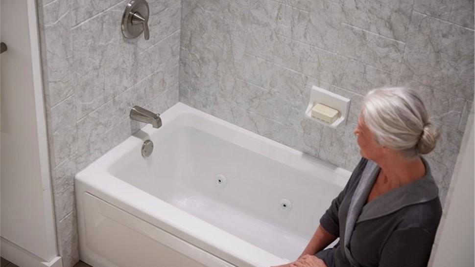Bathtub - Jetted Bathtub Photo 1