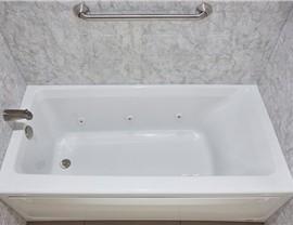 Bathtub - Jetted Bathtub Photo 3