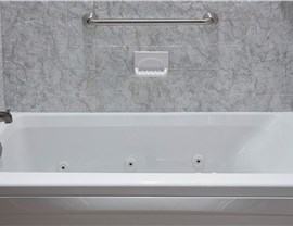 Bathtub - Jetted Bathtub Photo 4