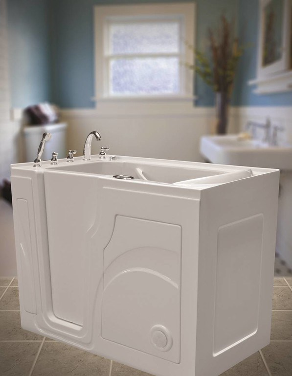 3 Signs It's Time to Replace the Tub Surround
