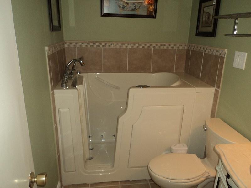 Acrylic vs. Fiberglass for Bathtub Installation