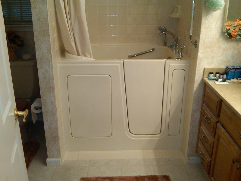 Why Walk-In Shower Tubs are the Best Choice for Seniors