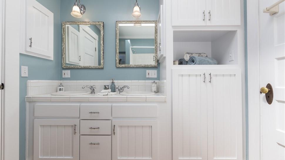 Bathroom Remodeling - Bathroom Vanities Photo 1