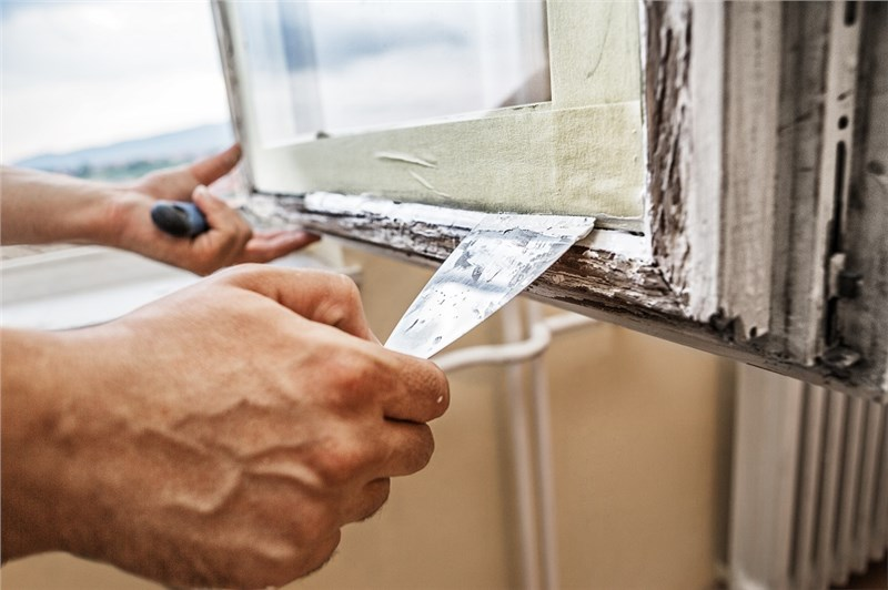 Restoring or Replacing Historic Windows? Here's What to Look For