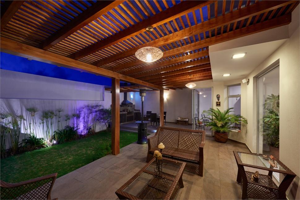 Porch with pergola