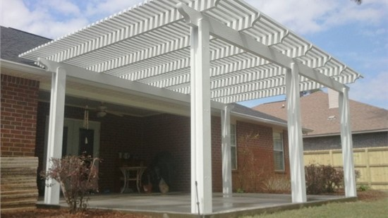 Porch with pergola
