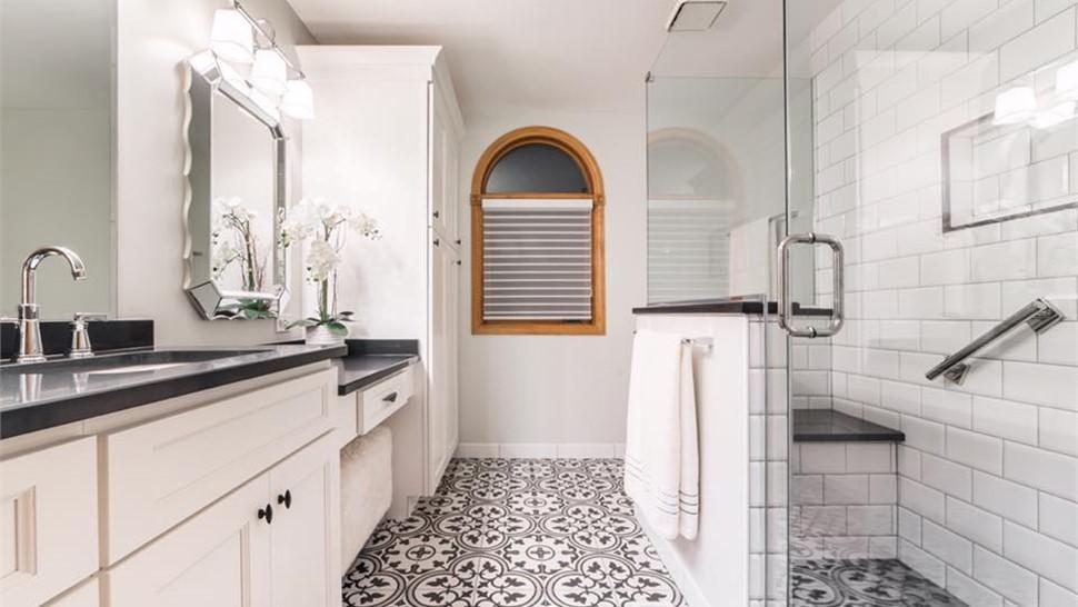 Bathroom Showers Photo 1