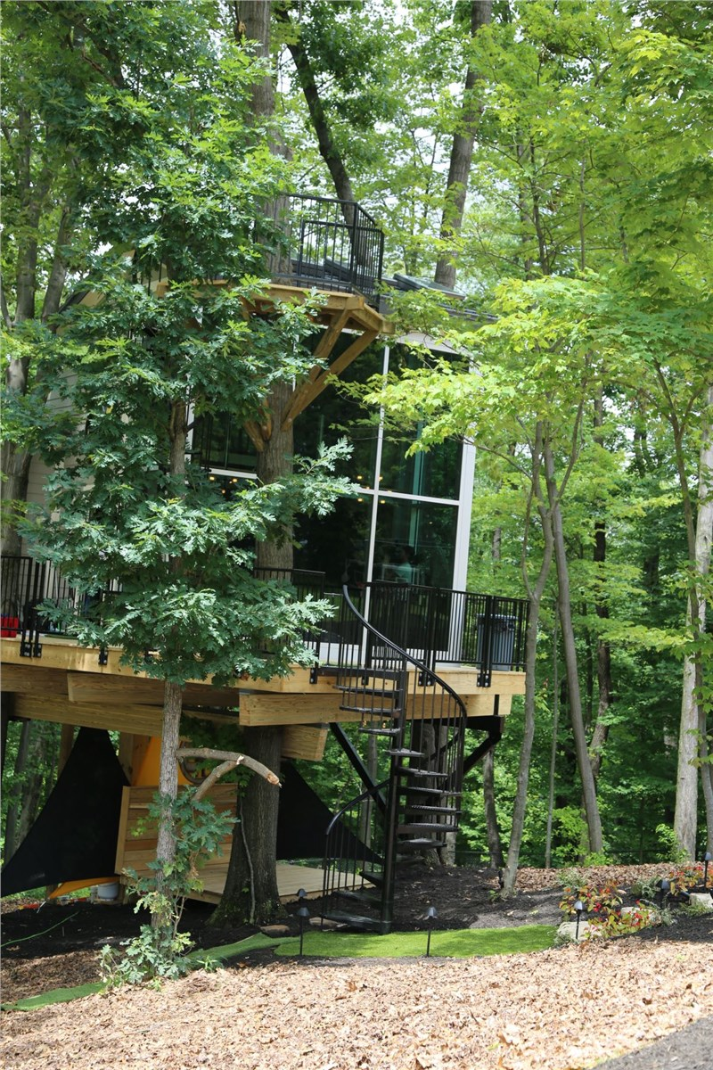 Legacy Works with Legend Antonio Brown to Create the Best Tree House in Steel Town