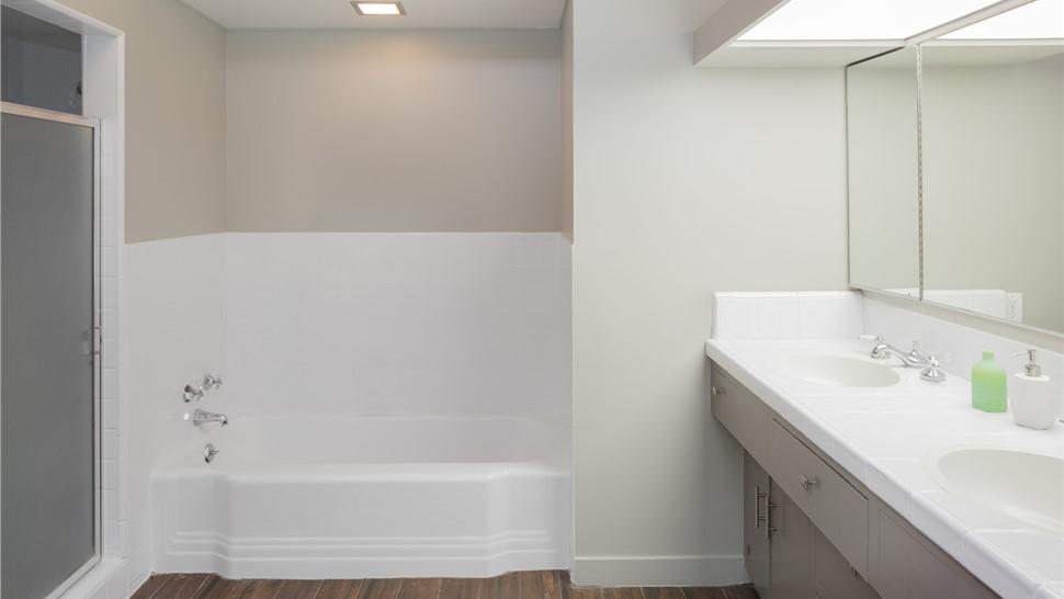 Bath Wall Surrounds 1