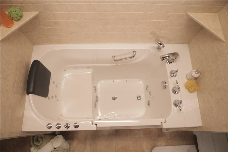 luxurius jetted walk-in tub