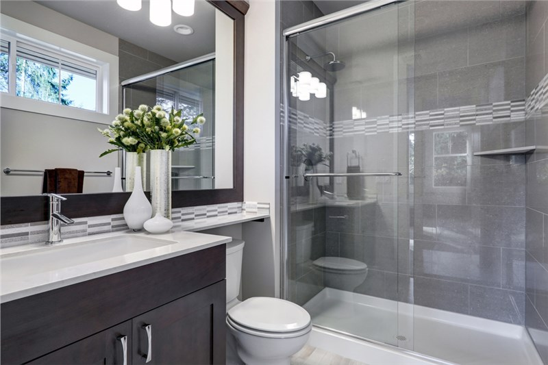 Easy Home Remodeling Ideas: Converting Your Bathtub to a Beautiful Shower