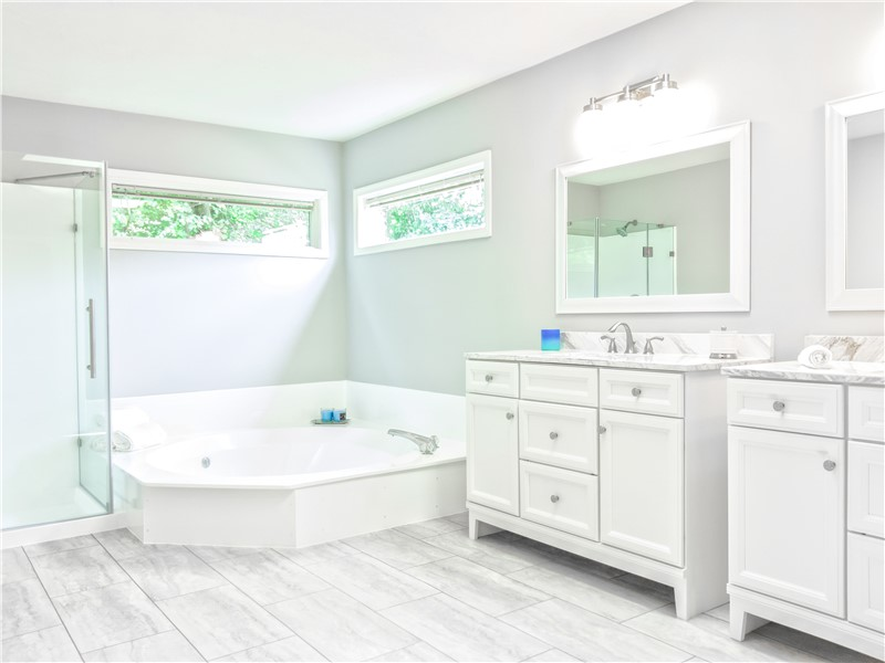 Why You Should Replace Your Bathtub Instead of Using a Liner