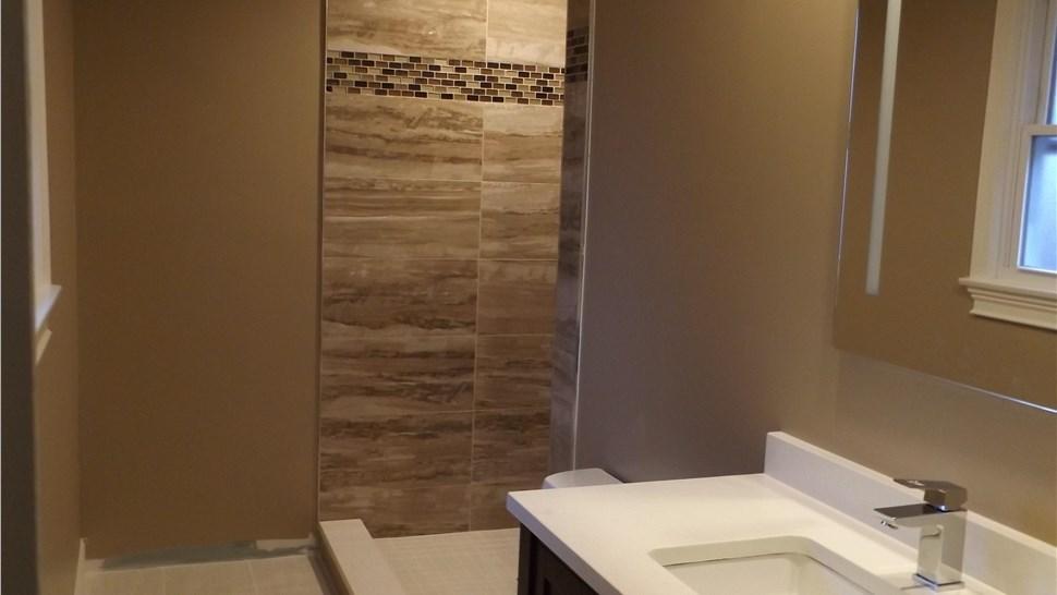 Remodeling - Bathroom Remodeling Photo 3