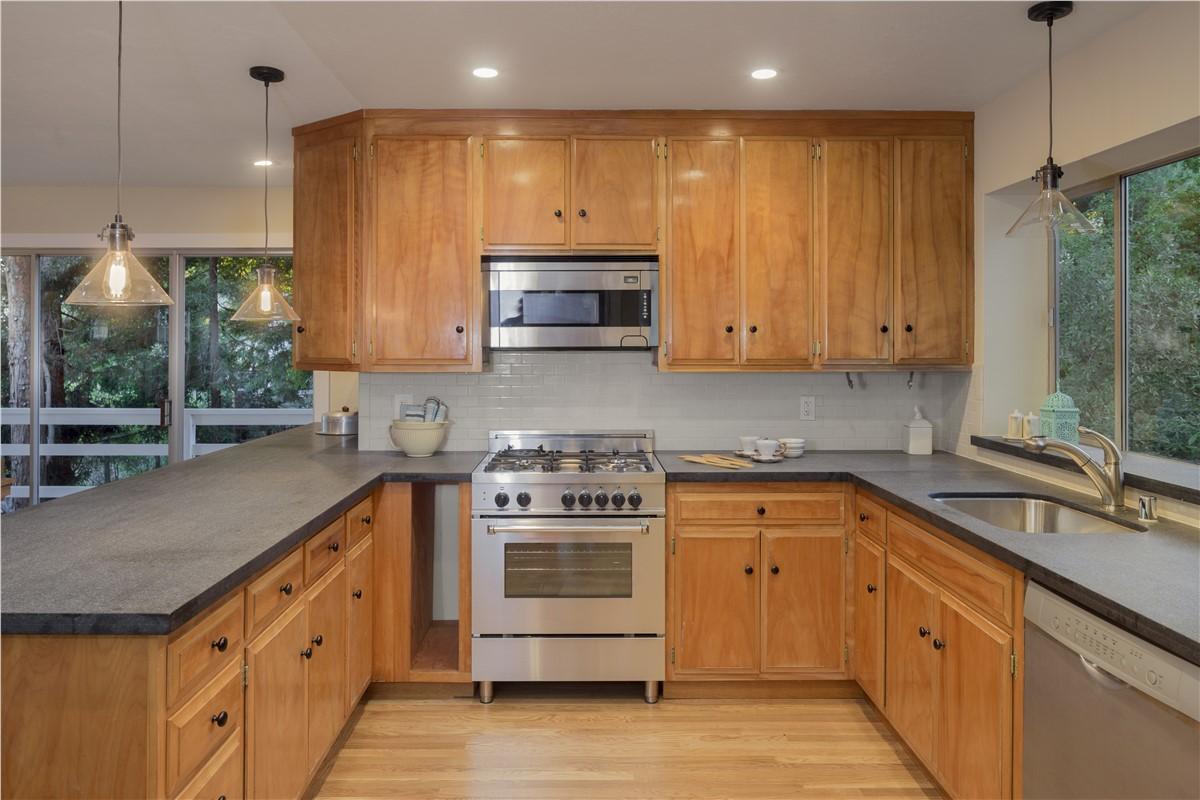 Long island kitchen cabinets kitchen cabinets nassau for Long kitchen cupboard