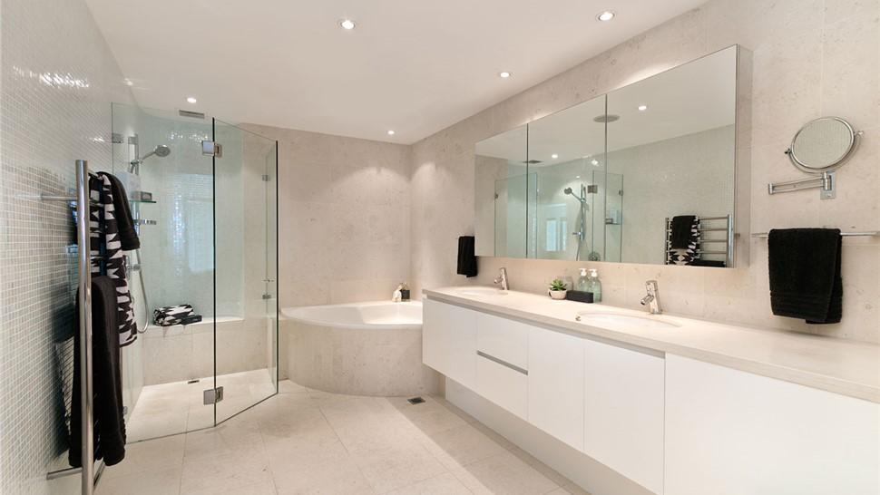 Bathroom Remodeling - Shower Enclosures Photo 1
