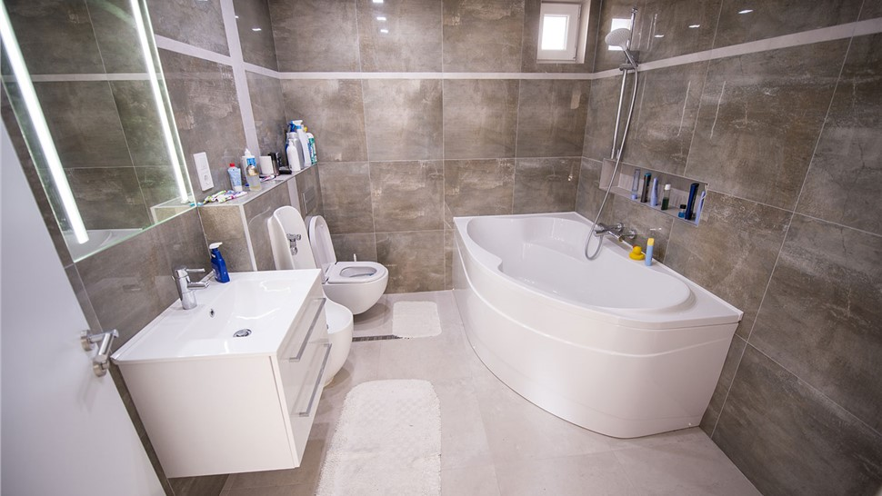 Bathroom Remodeling - Bath Conversions Photo 1