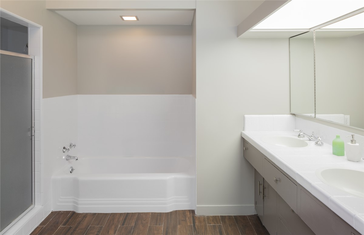 Houston Bath Wall Surrounds | Texas Tub Surrounds | Texas Remodel Team