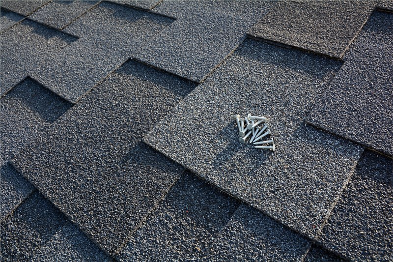 Roofing: Metal vs. Asphalt