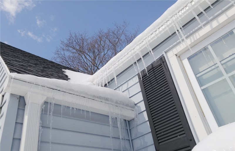 What is Ice Damming and What Does it Mean for Your Roof?