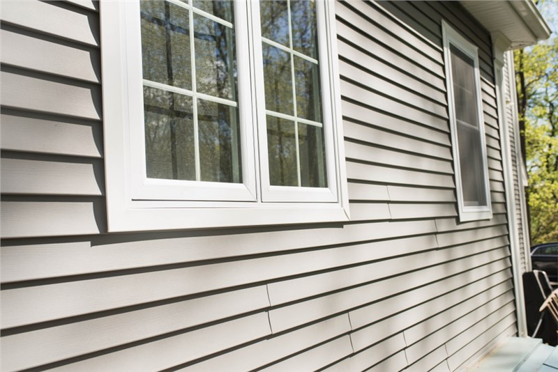 Insulated Vinyl Siding Vs. Regular Vinyl Siding